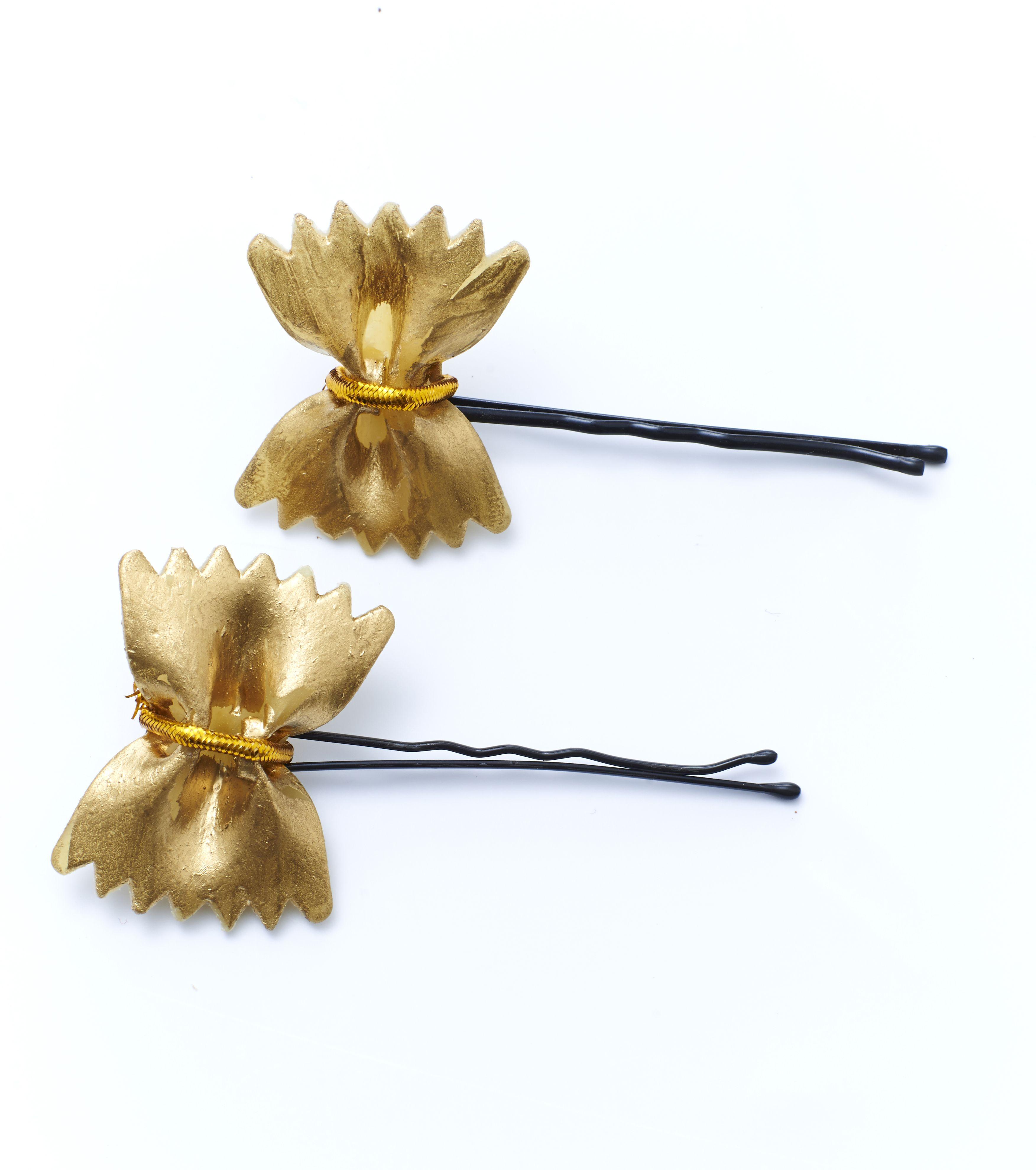 DIY Pastavlinder goud verven en met een draadje vast maken aan een speldje #Allesvoor #Eropuit! #Sieraadvoorhethaar #Moederdag #DIY