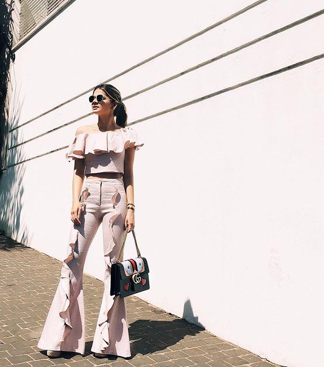 Rosinha para o look de domingo!  MUITO amor por esse look: feminino e moderno na medida certa! @iorane | E vocês, gostam do estilo?! #thassiastyle #ootd #candycolor