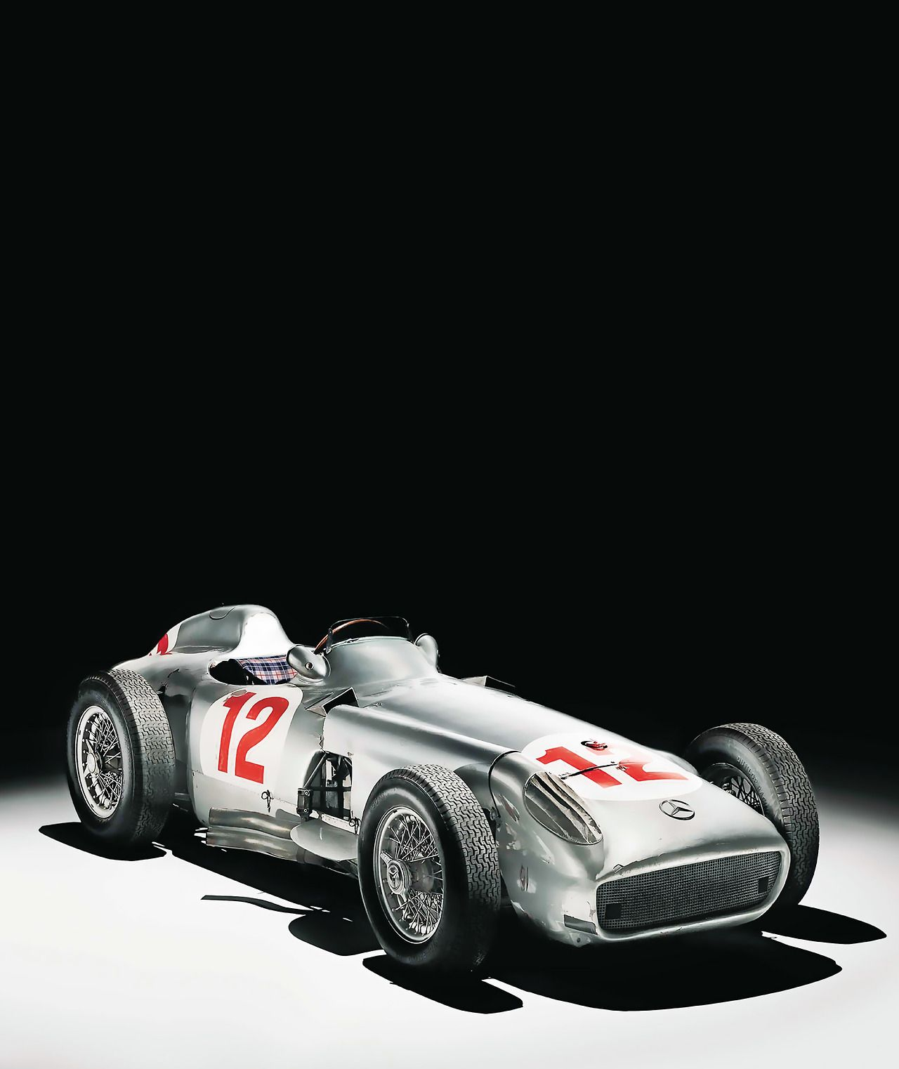 Looks Like A Vintage Mercedes F1 Silver Arrow From The 1950s Race