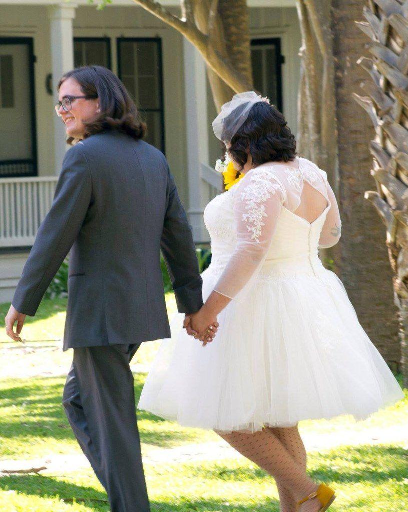 Zac Posen 3 4 Sleeve Short Size 24 Used Wedding Dress Back View On Bride Plus Size Bridal Dresses Used Wedding Dresses Wedding Dress Backs [ 1023 x 815 Pixel ]