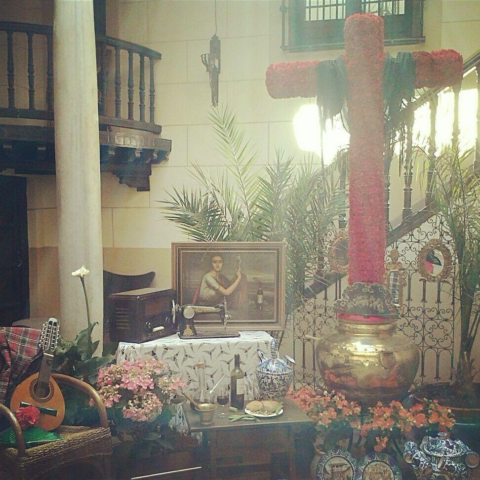 Cruces de Mayo en Granada.