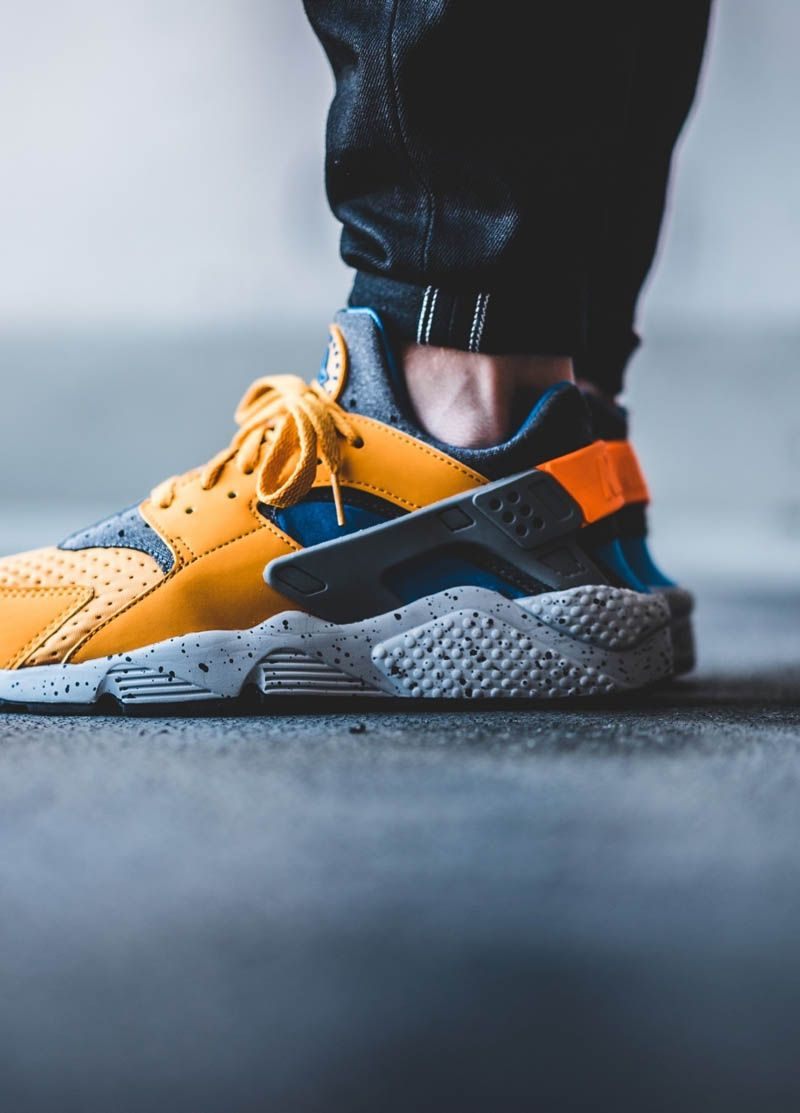 55aa8451f29b NIKE Air Huarache Run SE Orange