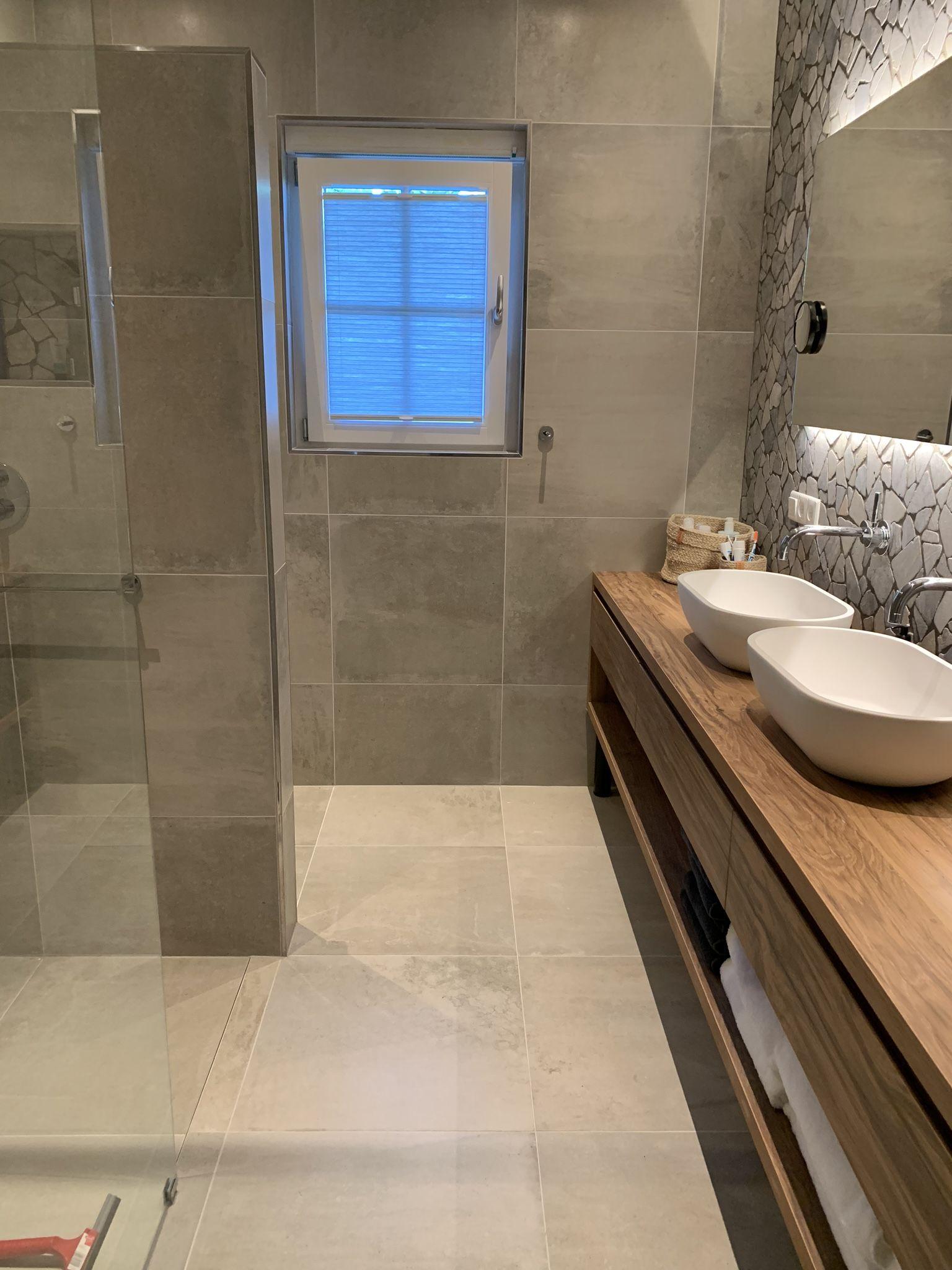 Badkamer Compleet Modern Beton Look Tegels Maatwerk Meubel En Sanitair Badkamer Badkamer Betegelen Badkamer Tegelen