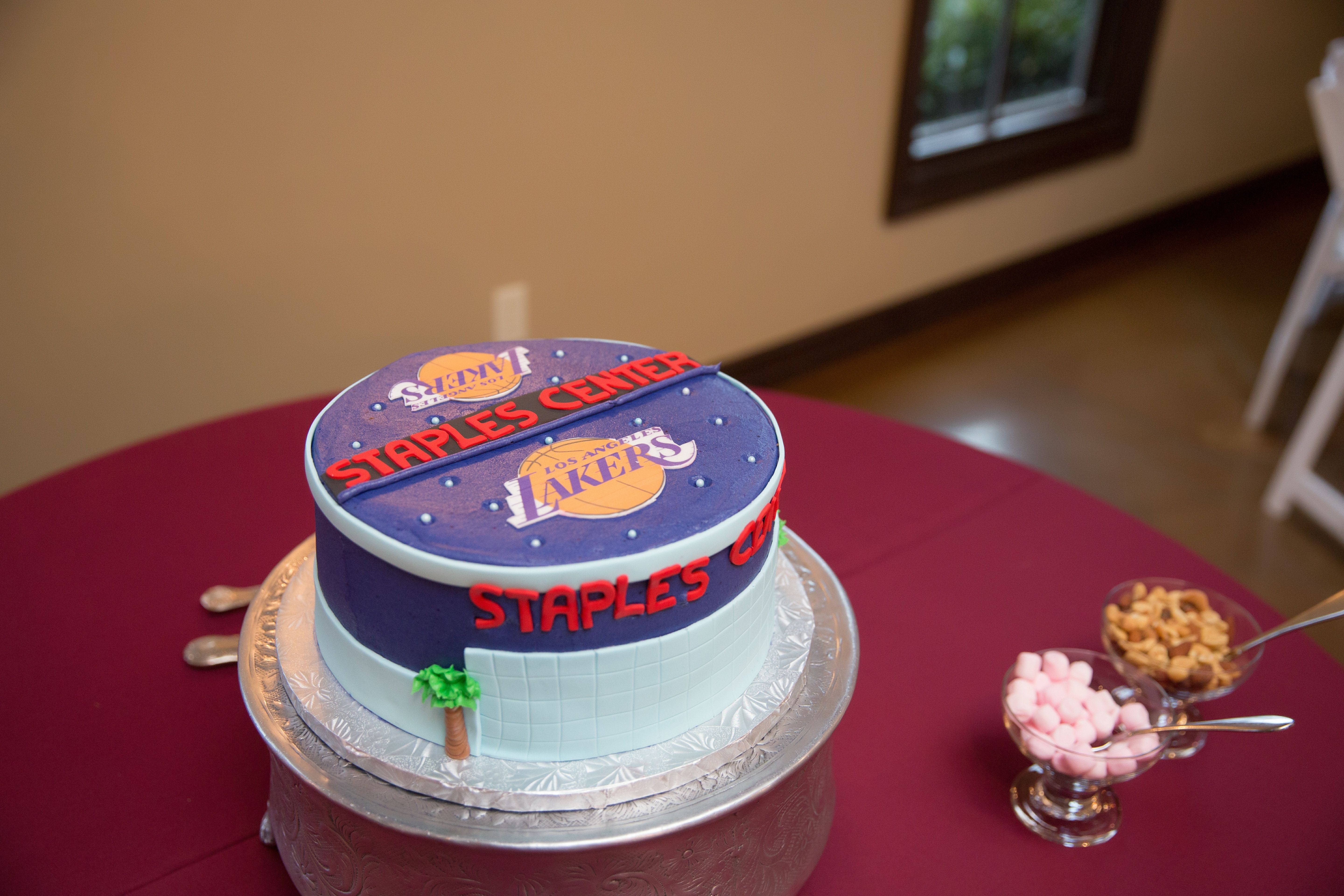 La Lakers Staples Center Themed Grooms Cake By Icing On The Top Venue
