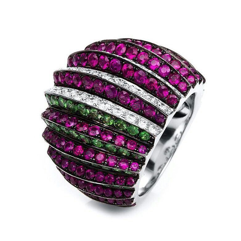 a statement cocktail ring udozzo with 78 diamonds 57 tsavorites 142 rubies hautejoaillerie. Black Bedroom Furniture Sets. Home Design Ideas