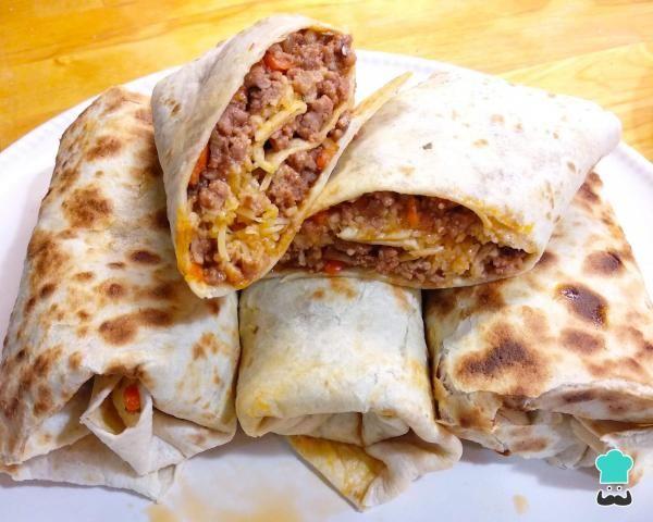 Burrito De Carne Y Queso Fáciles Listos En 30 Minutos Receta Burritos De Carne Picada Burritos Recetas Recetas De Comida