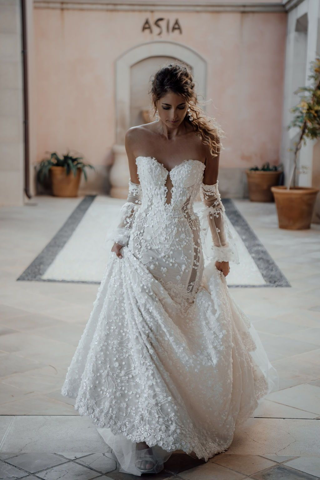 For a love of fashion, romance and glamour - our beautiful fitted