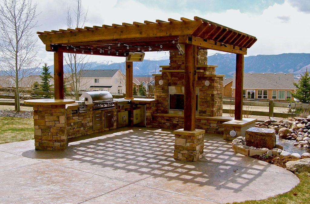 Outdoor kitchen ideas barbecue grills under pergola for Outdoor kitchen pergola ideas