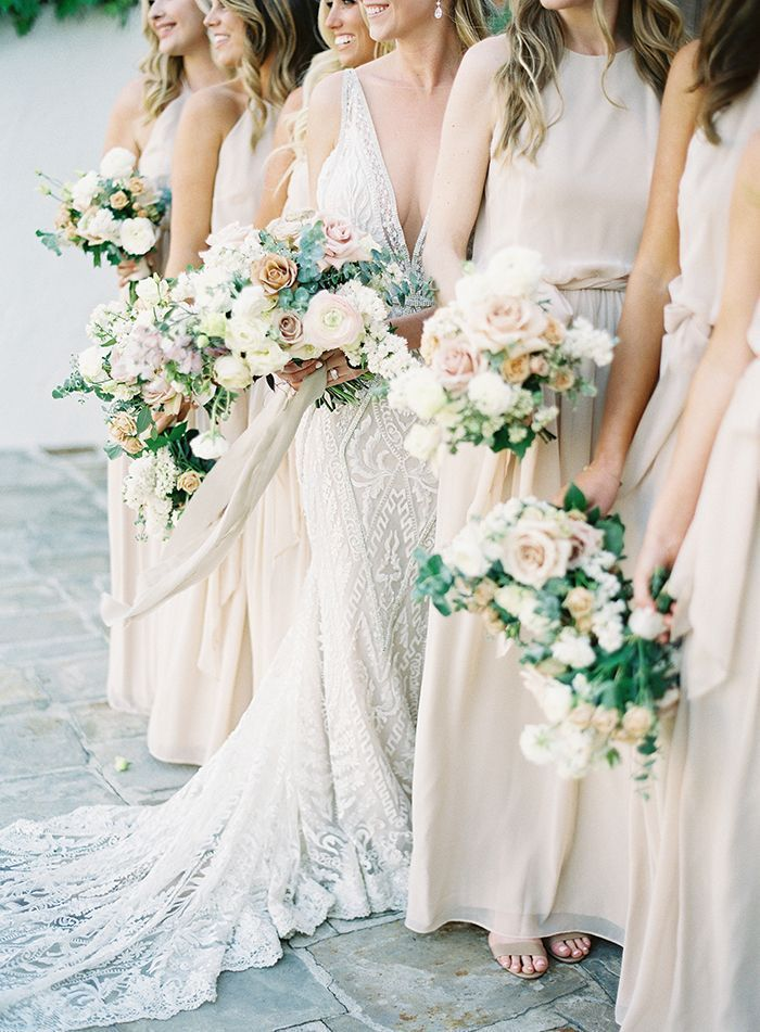 Bridal Glam Meets Organic Florals in this Italian Inspired Wedding #bridesmaidbouquets