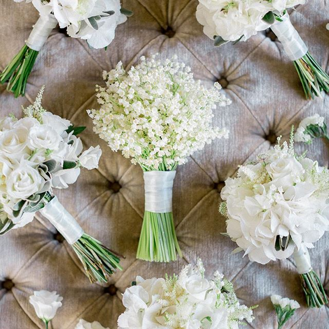 Pretty And Practical 20 Small Wedding Bouquets That You Ll Love In 2020 Small Wedding Bouquets Bridal Bouquet Flowers Wedding Flower Photos