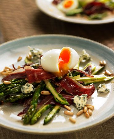 Sauteed asparagus with duck ham, nuts, blue cheese and egg