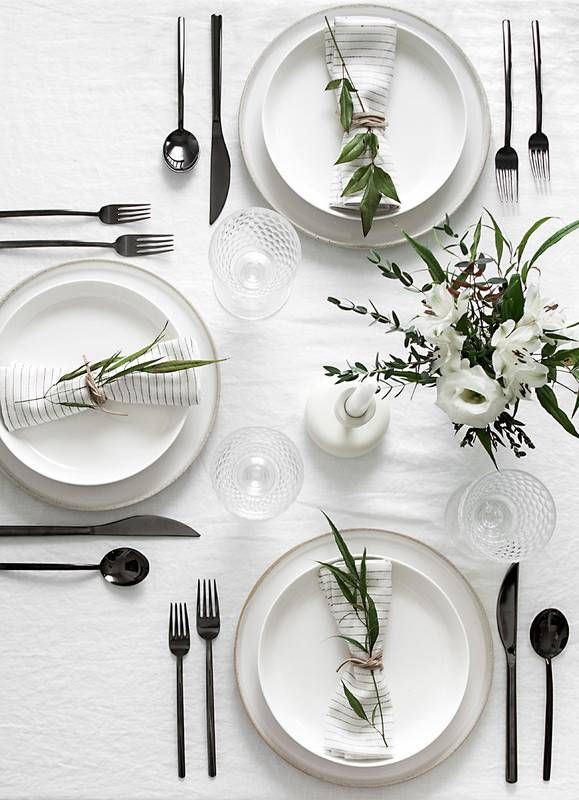 15 Outdoor Dining Table Decorating Ideas To Copy This Season Domino Minimal Table Setting Modern Table Setting Dinner Table Setting