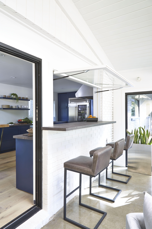 Pass through window in kitchen to bar