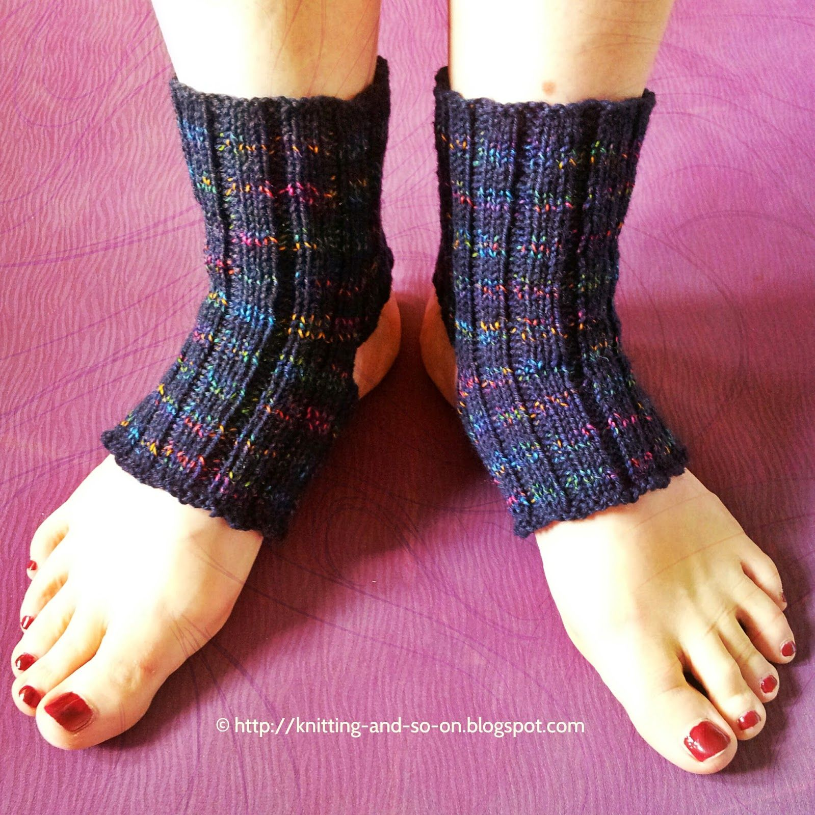 free knitting pattern yoga socks diy craft stricken pinterest str mpfe socken stulpen. Black Bedroom Furniture Sets. Home Design Ideas
