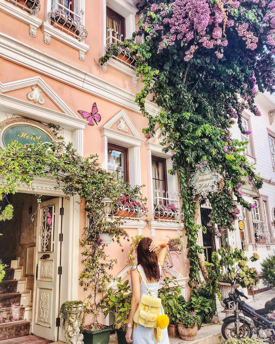 to secret garden in the heart of the city 🌸в