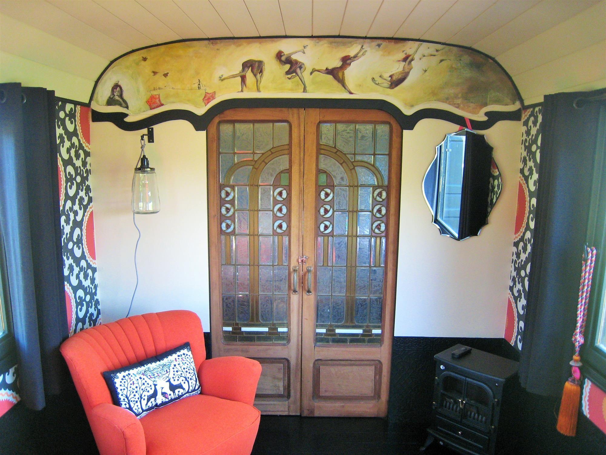 restauration d 39 une roulotte projets d coration am nagement et r novation bretagne k 39 home. Black Bedroom Furniture Sets. Home Design Ideas