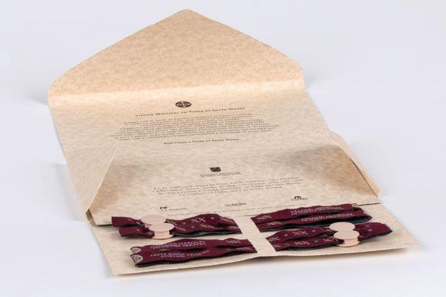 A Viagem Medieval lançou uma edição especialde pack prenda, comemorativo das 20 edições do evento, que contém as pulseiras de acesso ao recinto e voucher de acesso ao Castelo da Rainha D. Isabel, numa embalagem prestígio, ideal para ofertas personalizada