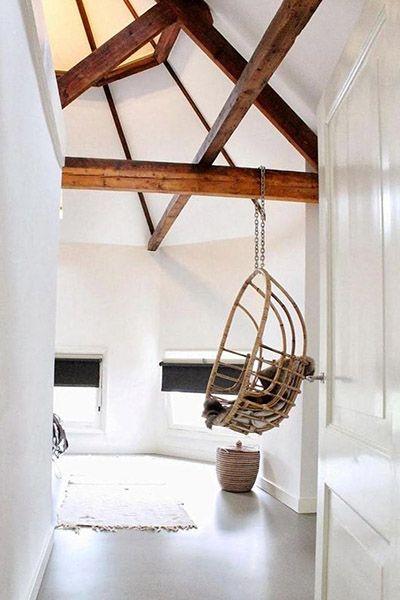 Un Fauteuil Suspendu En Rotin Dans Un Intérieur Design