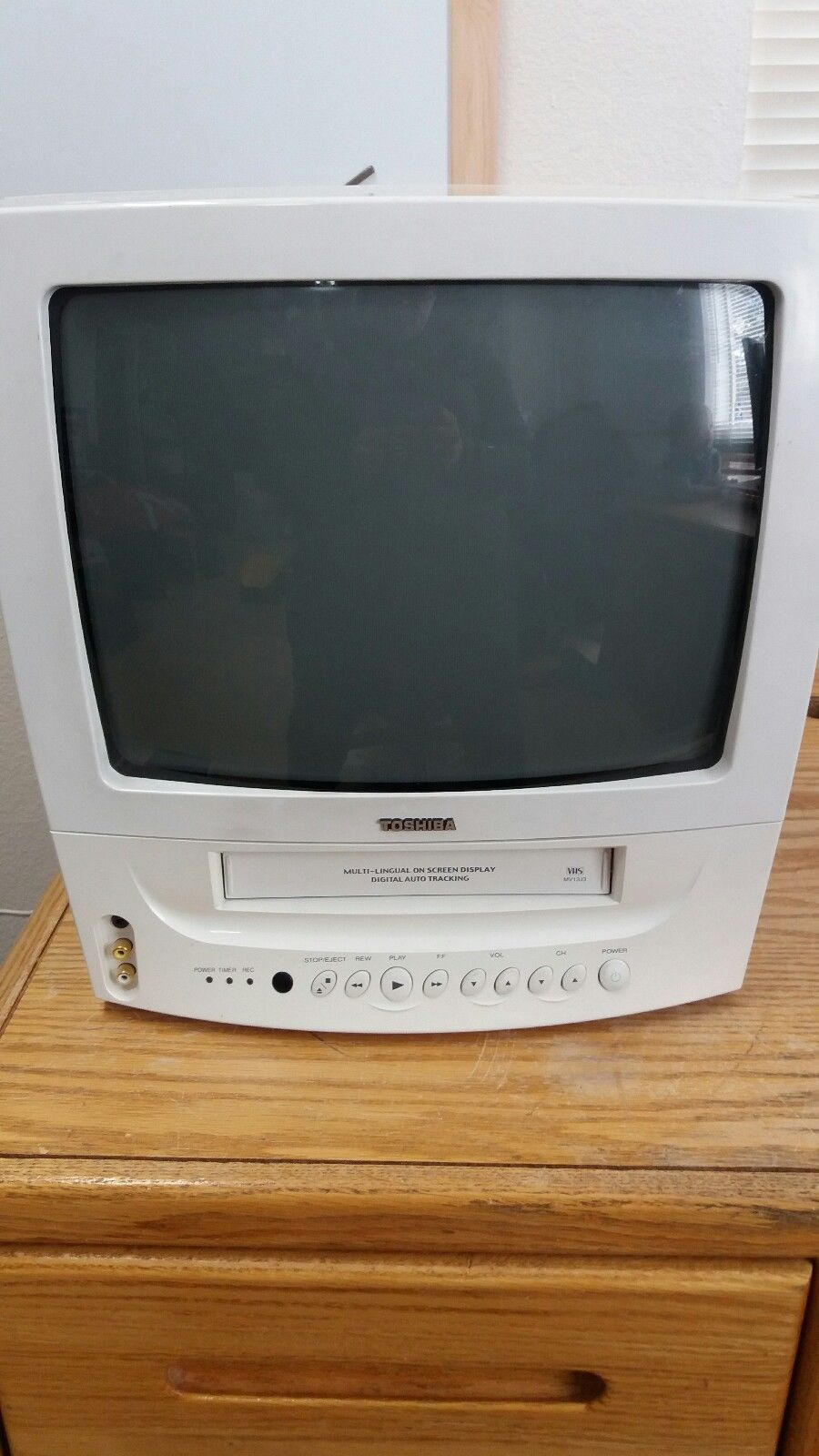 Toshiba 13 Crt Tv  Vcr Combination Mv13j3 White Great For