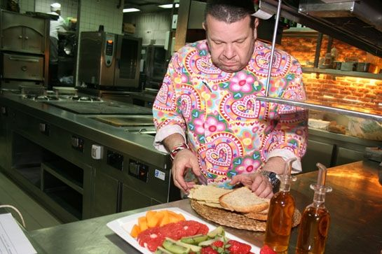 Albertohicote es un cocinero madrile o que a la temprana edad de 17 a os ingresa en la escuela - Escuela de cocina madrid casa de campo ...