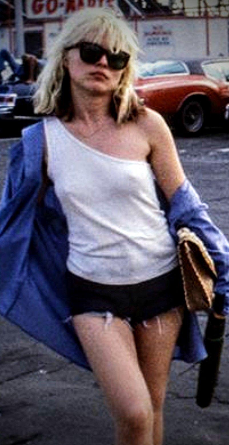 You Re Very Pretty Debbie 5 3 And Sweet With Lovely Legs Deborah Harry Blondie Blondie Debbie Harry Debbie