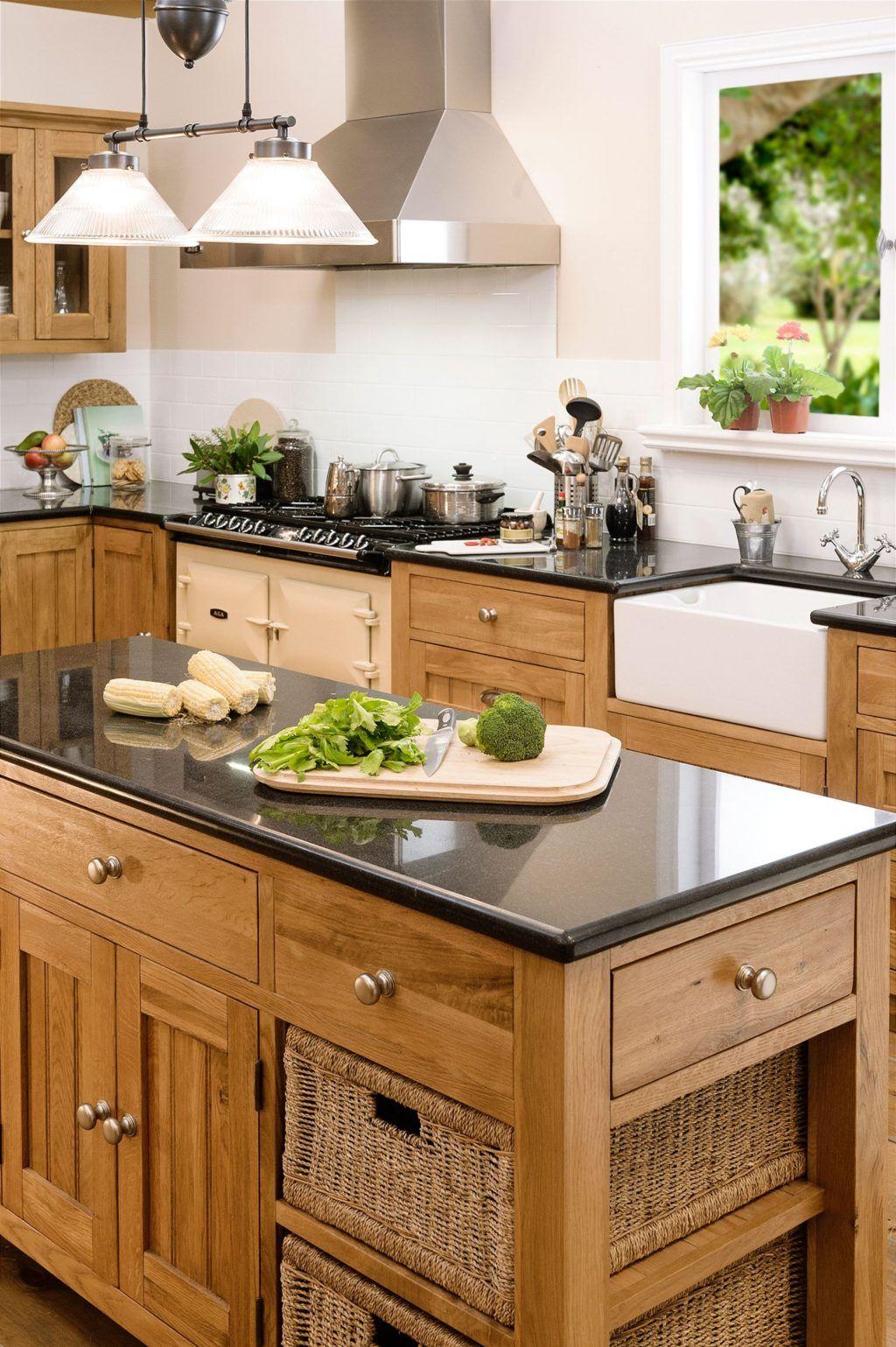 25+ Charming Kitchen Cabinet Decorating Ideas Using Oak ... on Maple Cabinet Kitchen Ideas  id=47202
