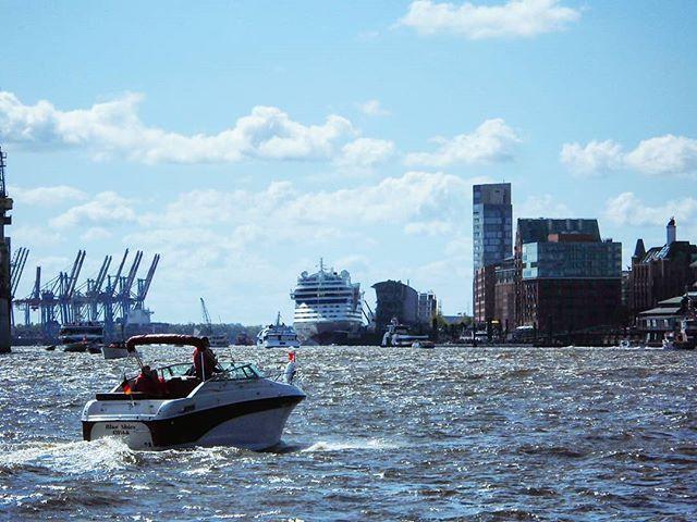 Elbe on a Busy Day!... . . #elbe #hamburg #hamburgerhafen #hafengeburtstag #boats #ships #river #hamburgfotografiert #hamburgliebe #hamburgmeineperle #travel #photography #bluesky #aida #hamburgcity #boat #yacht #yachtclub #traveler #norden #deutschland #germany #europe #igersgermany #igers_hamburg #portofhamburg