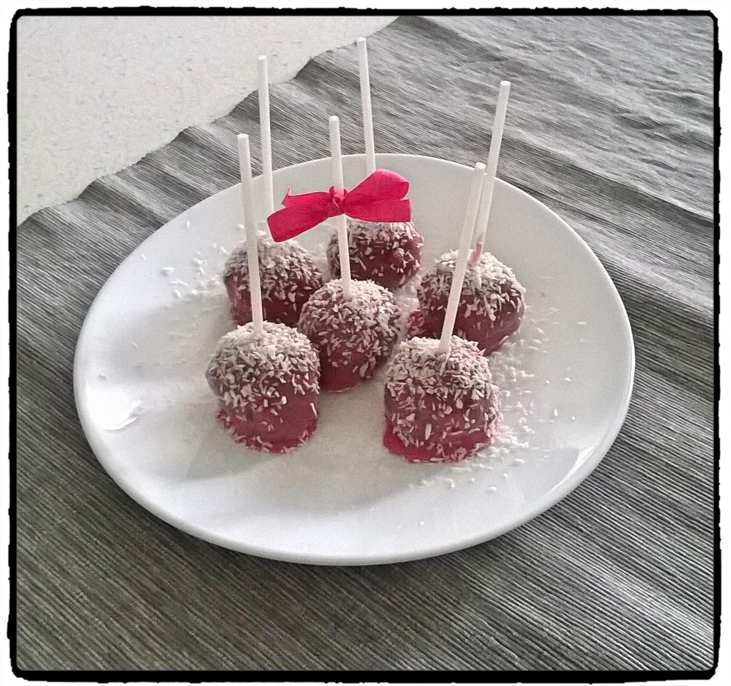 merendina veloce: pop cakes alle fragoline di bosco e cocco