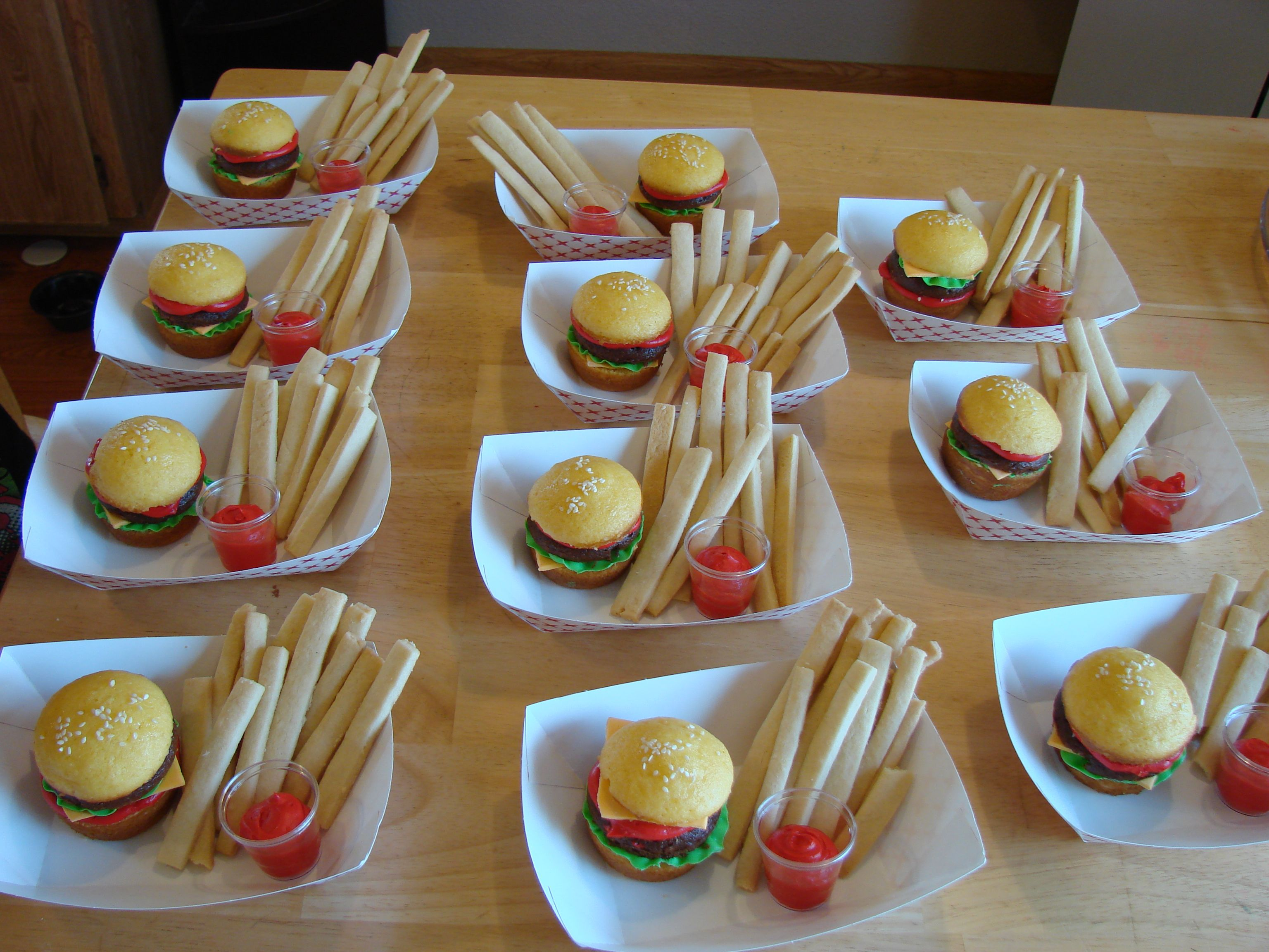 Cheeseburger and fries cupcakes | My own creations in 2019 ...