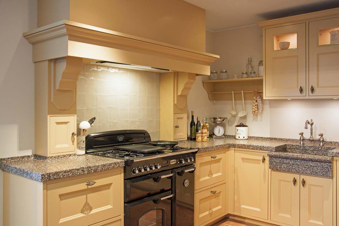 Landelijke handgemaakte keuken met luxe falcon fornuis db keukens keukeninspiratie - Mode keuken deco ...
