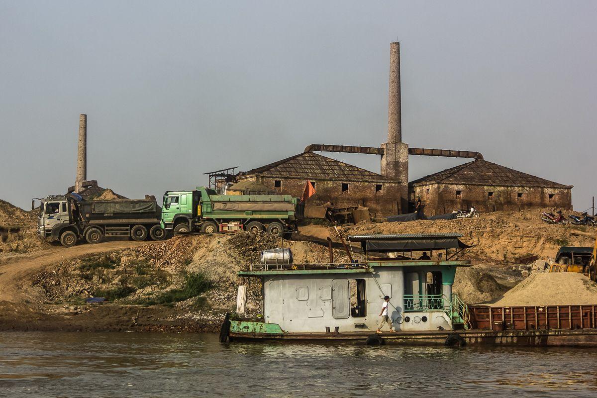 Photos The Rustic Beauty Of Hanoi S Red River Brick Factories Urbanist Hanoi Red River Photo Hanoi