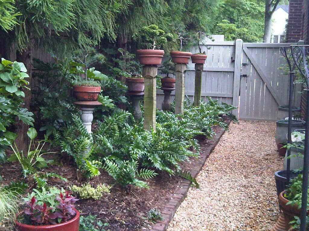 Potted plants on posts beautiful yard plans yahoo for Small fenced in patio ideas