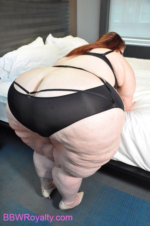 Lannigan recommends Carmella wwe ass