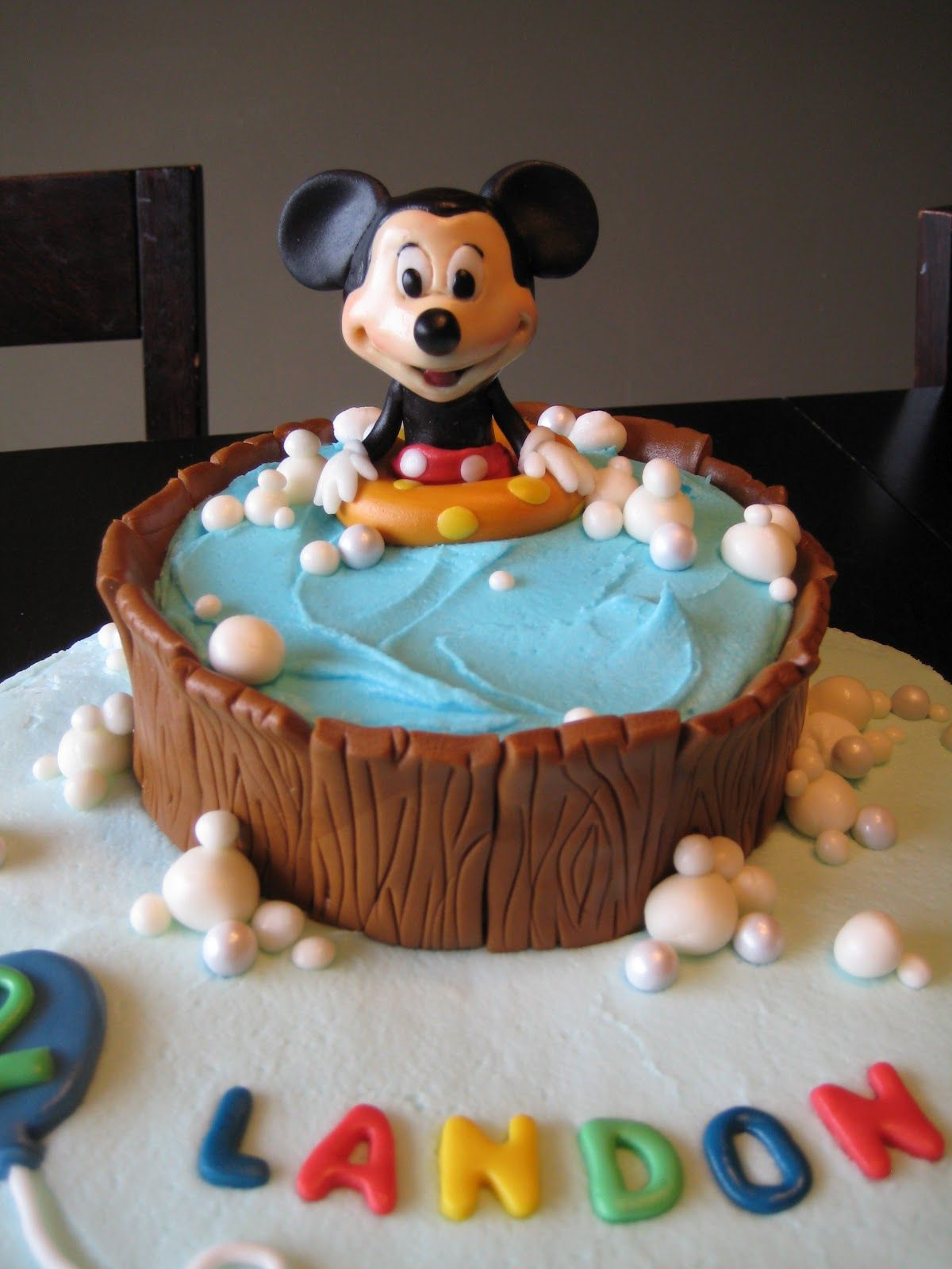 Frozen cake design images  Bubbles Made Of Fondant  Cake Ideas iud like to try uc  Pinterest