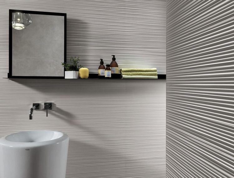 Weißes Badezimmer Mit Interessanter Struktur Der Fliesen Bad - Fliesen italienischer hersteller