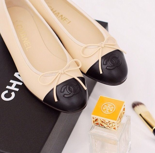 These Chanel FLATS !!