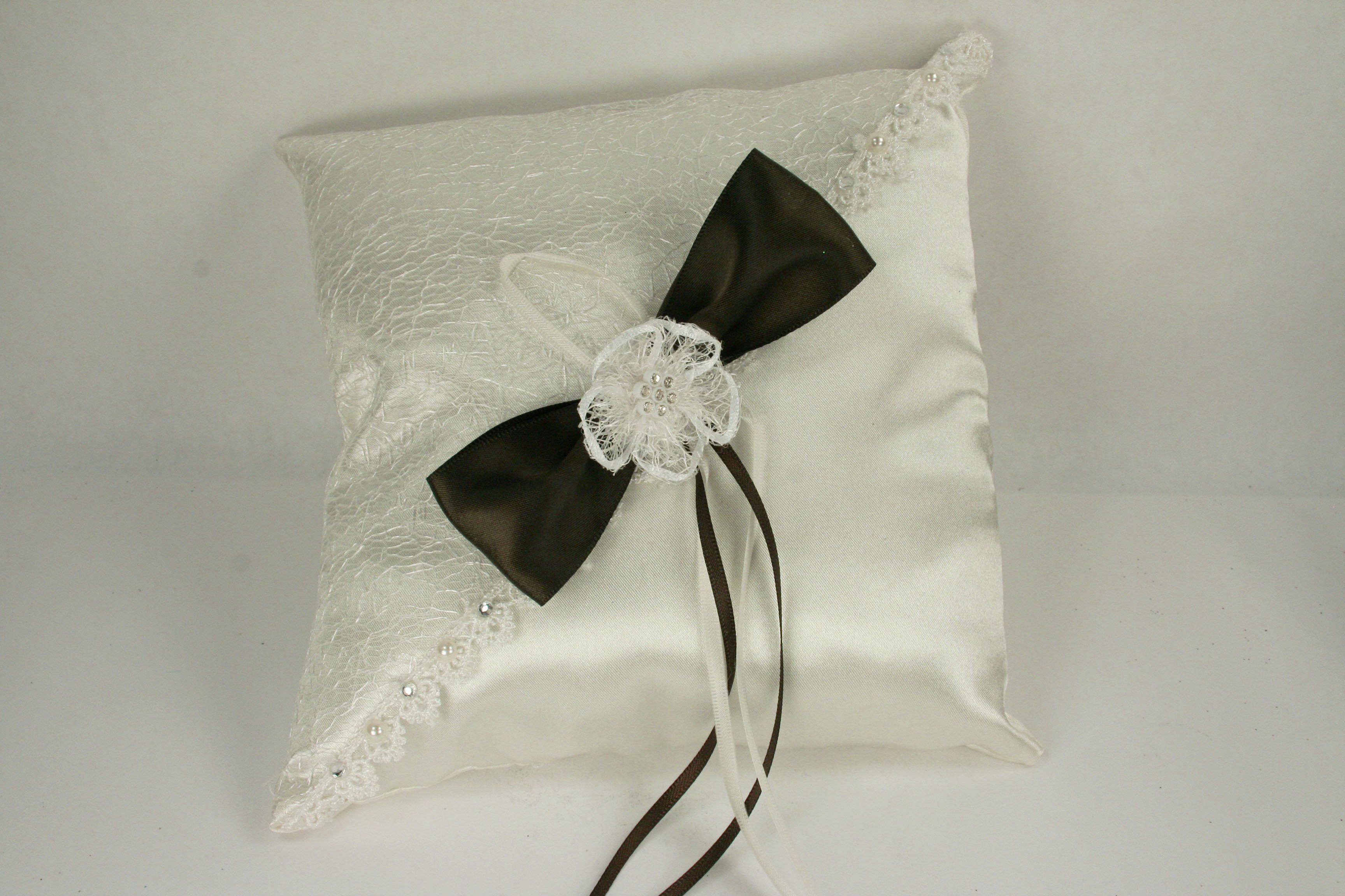 Ivory wedding ring pillow with sisal mesh design satin bow and