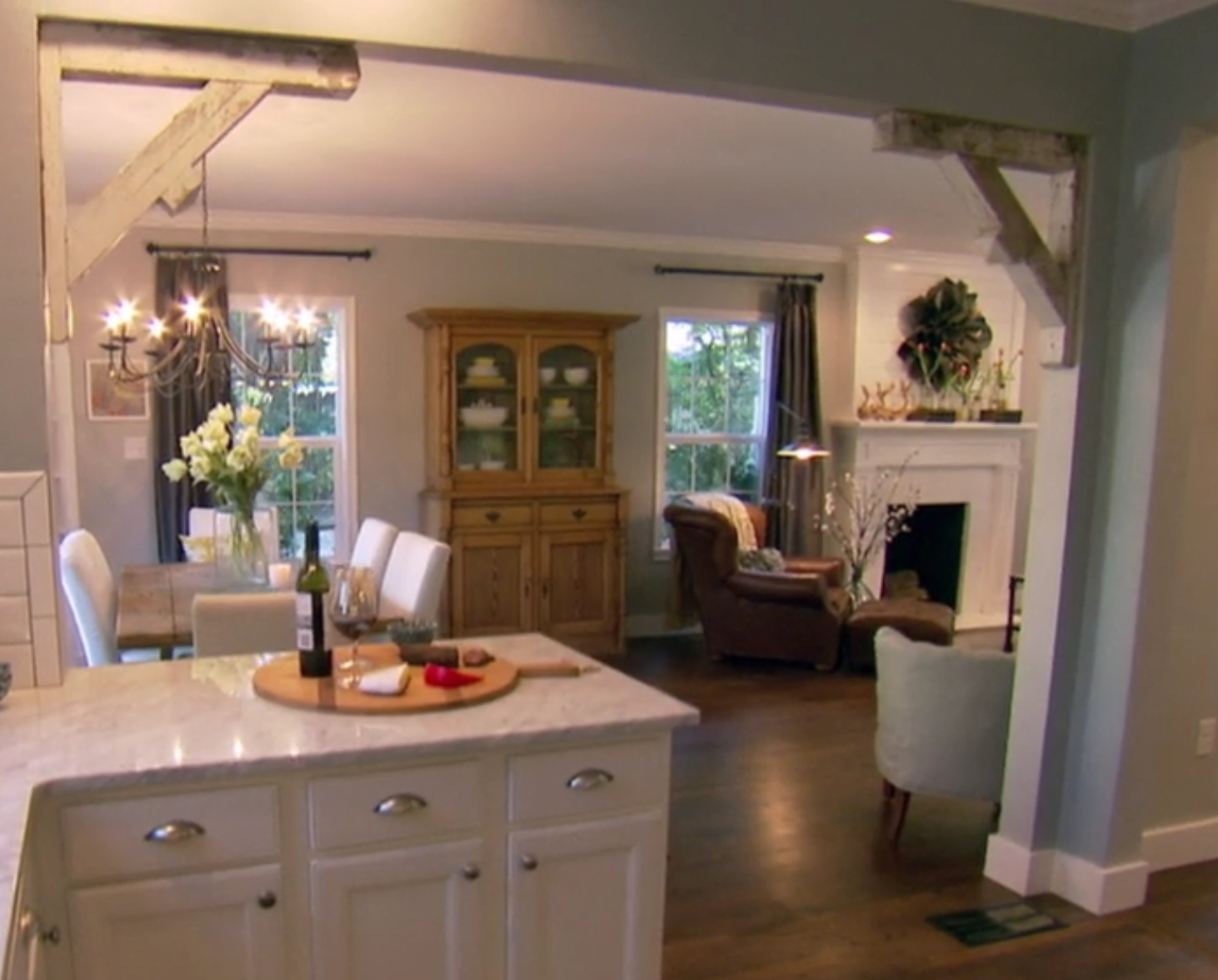 Fixer Upper Season 1 Episode 1 Love The Opening Detail