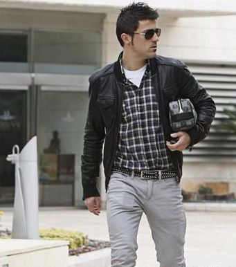 David Villa Style...is that a phone in your pocket or are you just happy to think about Quesitis?  @Michelle Johnas
