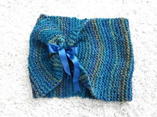 Tube scarf with bow.