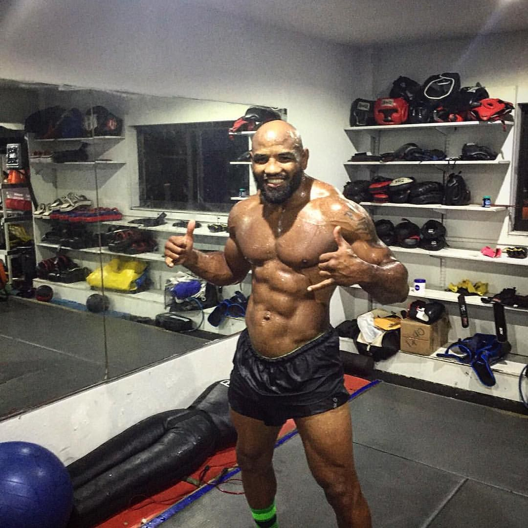 42 Year Old Ufc Fighter Yoel Romero Looking Like A Cuban Statue Ufc Fighter Fun Workouts Fitness Blogger