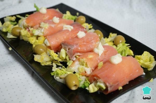 Receta de Rollitos de salmón ahumado rellenos de ensaladilla