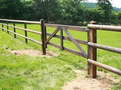 Comment Choisir Un Portail En Bois Pour Une Cloture Equestre En