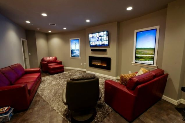 Inside The Doomsday Bunkers Of The Rich And Famous Doomsday Bunker Luxury Bunkers Luxury Condo