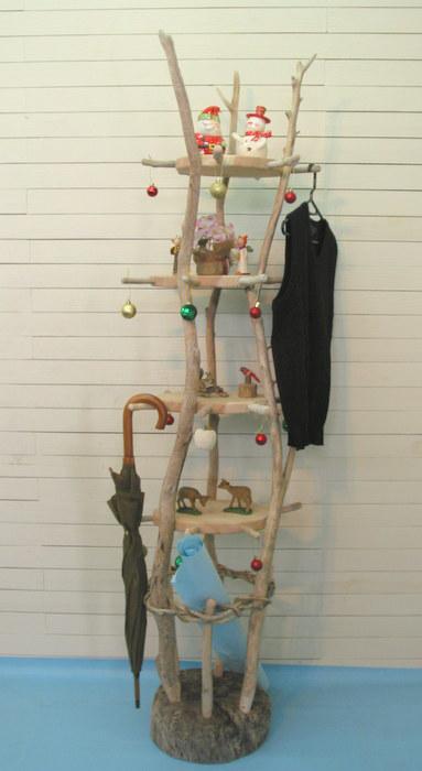 ●  飾り棚付き多目的流木ハンガースタンド (タワータイプ)      (寸法は、定規が有る画像の向の最大値です。)      高さ 183cm  巾 45c...|ハンドメイド、手作り、手仕事品の通販・販売・購入ならCreema。