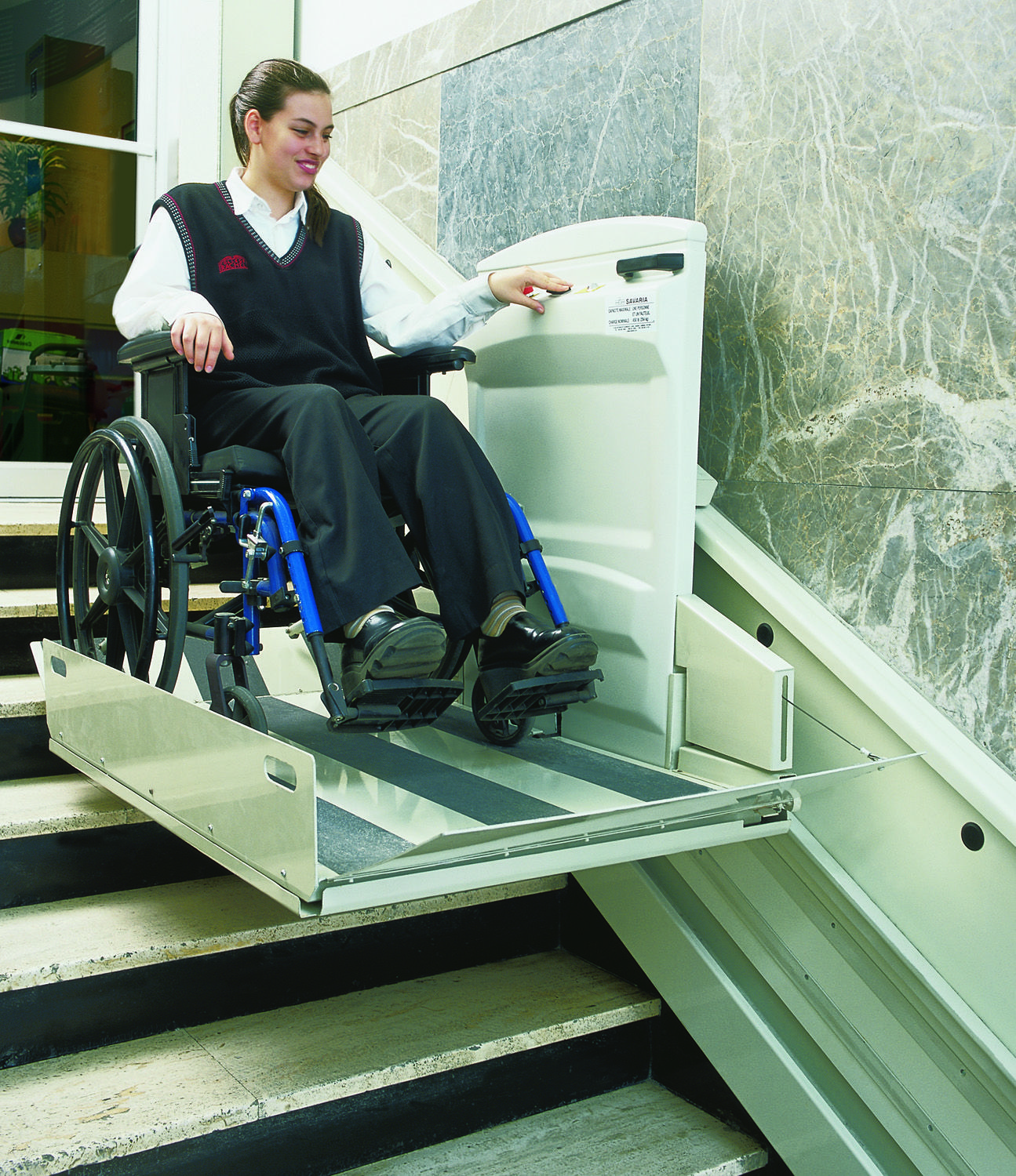Commercial inclined vertical wheelchair lift inclined for Escalera discapacitados