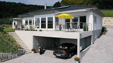 Bungalow bauen mit garage modern  Pin von Michael Sp auf Haus am Hang | Pinterest | Bungalow bauen ...