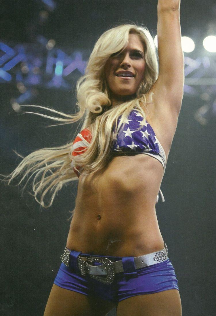 Cleavage Kelly Kelly (WWE)