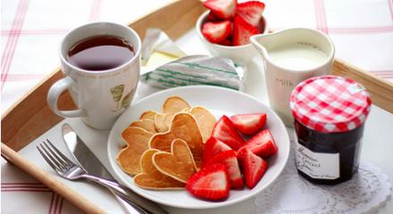 breakfast in bed <3