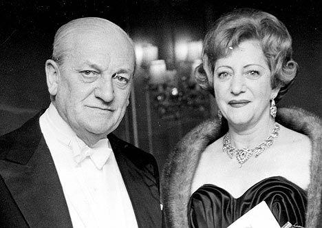 Clarissa Dickson Wright's parents.
